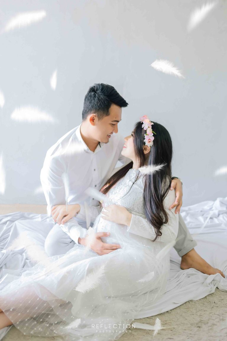 Maternity Photo Session dengan konsep clean and white
